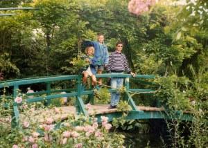 Besucher auf der Brücke in Monets Garten. (BIld: Eric Baker CC BY-NC-SA 2.0)